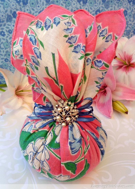Turn a classic floral hankie into a sweet sachet scented with lavender and embellished with a pretty pearl brooch. What You'll Need: Scented Herbs & Essences Dried lavender, 3/4 cup Flaxseed, 3...