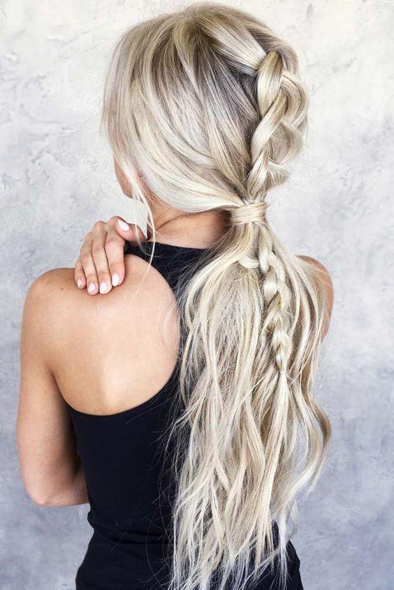 Modeles De Tricot Et Queue De Cheval Ensemble En 2020 Style De Cheveux Coiffure Idees Cheveux Longs