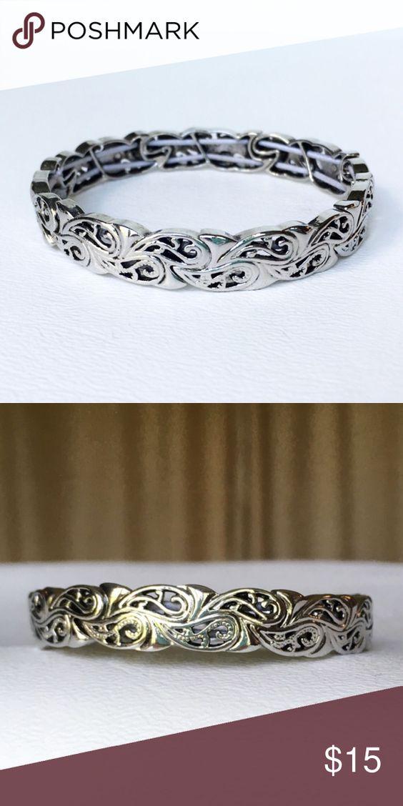 Lia Sophia Silver Tone Stretch Bracelet Silver tone Lia Sophia bracelet. Only worn a couple times. Like new. Lia Sophia Jewelry Bracelets