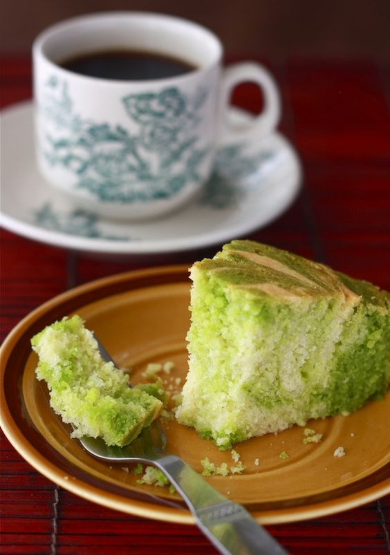Green & Gold Pandan Vanilla Marble Cake @ Season with Spice