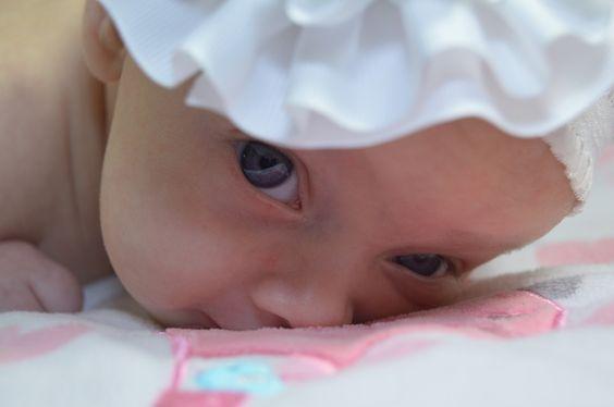 """""""Quando eu era pequenina Acabada de nascer Ainda mal abria os olhos Já era para te ver"""""""