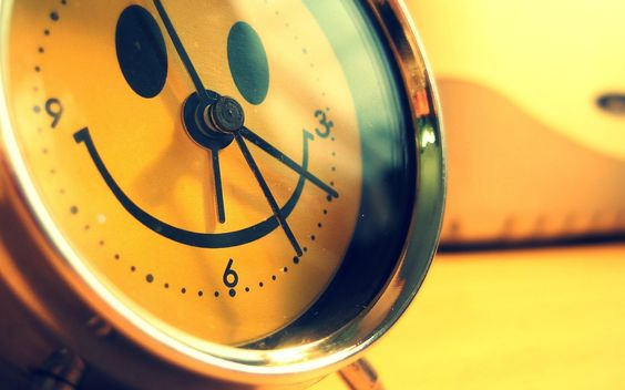 relojes Despertadores cara sonriente feliz del papel pintado de color amarillo (# 1715001) / Wallbase.cc