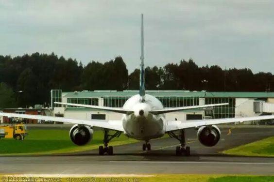 Air New Zealand B767-300 ZK-NCM at Hamilton, September 29, 1999