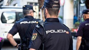 La Policía Nacional Detiene En Guadalajara A Un Individuo Que Utilizaba El Método Del Mata León Para Cometer Sus Robos Con Violencia Liberal De Castilla Policia Nacional Policía Policía Local