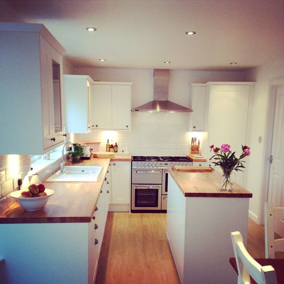 White And Oak Kitchen Diner: White, Wooden Shaker Units, Oak Work Tops, Fixed Island