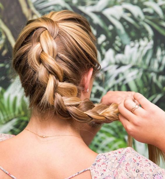 coiffure chignon torsade