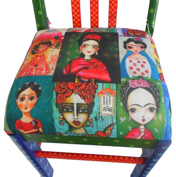 Cadeira antiga, reformada, pintada e envernizada a mão, com estampa de frida kahlo exclusiva no acento.