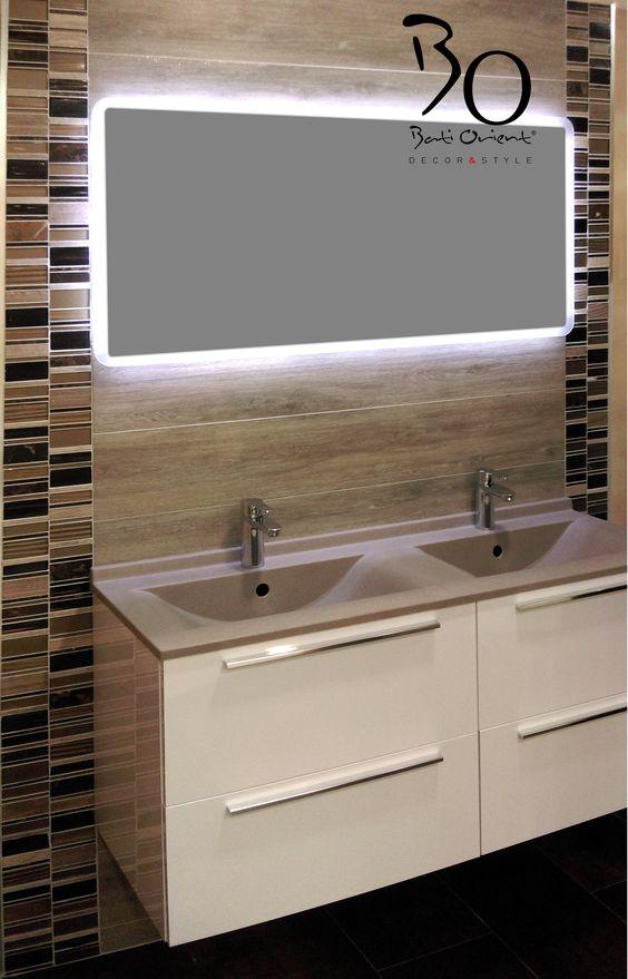 pour cette salle de bain frise verticale de chez bati orient en marbre et verre - Salle De Bain Frise Rouge
