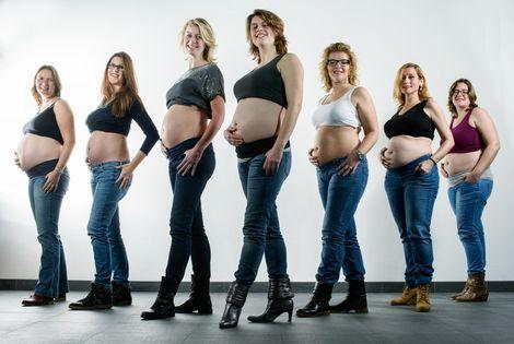 Na de oproep in de krant 'Ben je zwanger en beval je in 2014?' kwamen er vele aanmeldingen binnen.  De redactie van Vrij was op zoek naar zeven zwangere vrouwen die over hun verwachtingen wilden praten en met hun blote buiken op de foto wilden.