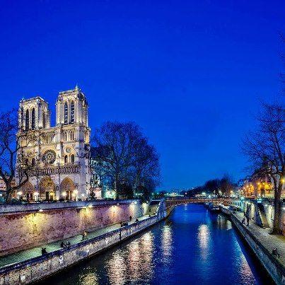 Seine river, Paris Photo by Domingo Leiva