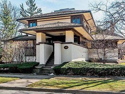 A Frank Lloyd Wright home in Elmhurst | Interesting piece in Chicago Magazine Why  Frank Lloyd Wright Homes Sell for Less than You'd Expect