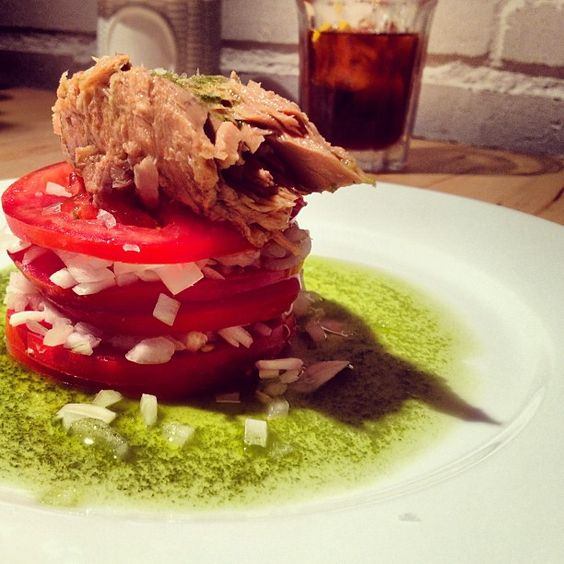 Amanida de tomàquet i tonyina. #food - @larakao- #webstagram