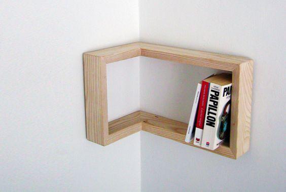 Framing shelf, l'étagère d'angle par Martina Carpelan
