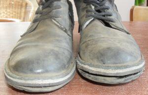 Schoenmaker: de kosten van het repareren van een paar schoenen.