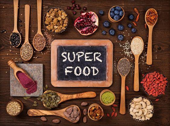Superfoods sind total angesagt! Stiftung Warentest verrät, welche fünf neuen Foodtrends unbedingt einmal auf deinem Speiseplan stehen müssen.