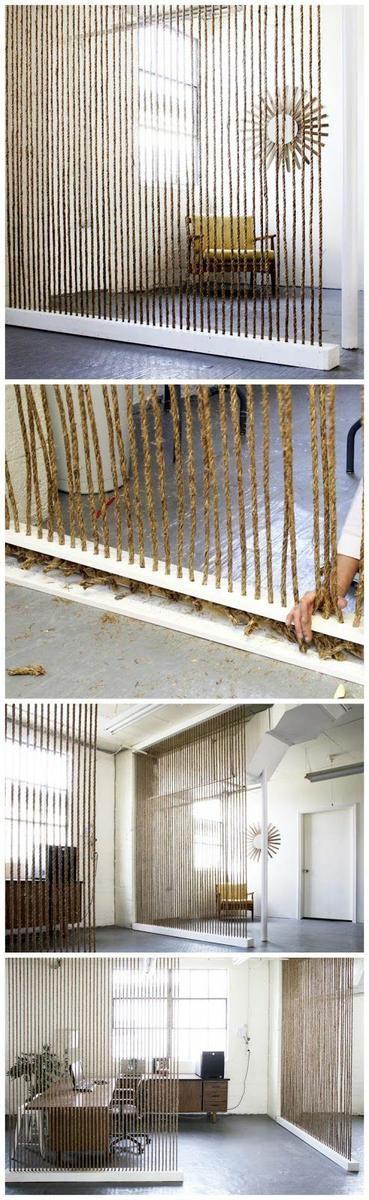 Separar ambientes con cuerdas y listones de madera...