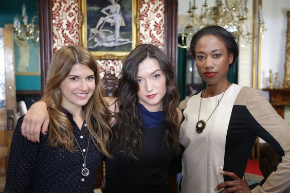 #CarmillaS2 | Elise Bauman as #LauraHollis & Natasha Negovanlis as #CarmillaKarnstein & Sophia Walker as #MattieBelmonde