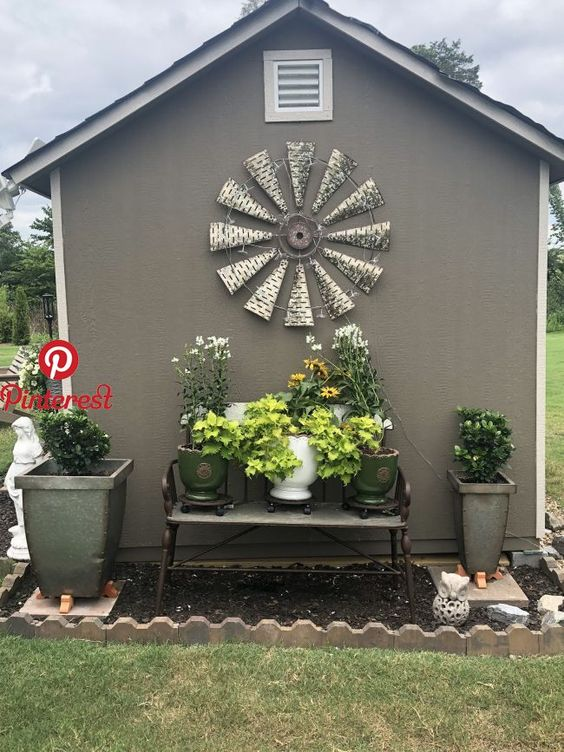 "20+ Simple And Small Front Yard Landscaping Ideas (Low Maintenance) Add value to your home with best front yard landscape. Explore simple and small front yard landscaping ideas with rocks, low maintenance, on a budget."", ""pinner"": {""username"": ""VintageHomeDecorIdeas"", ""first_name"": ""Wood Home 