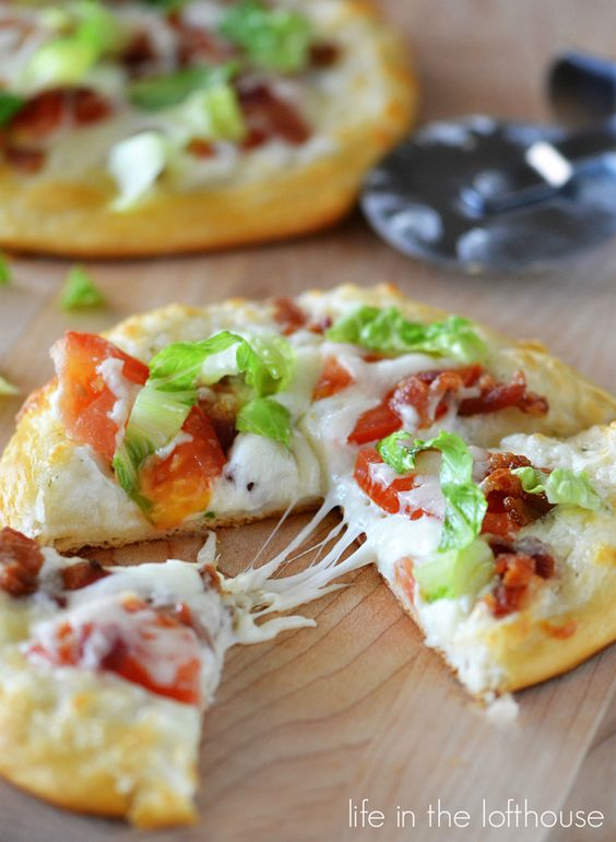 Mini BLT Pizzas from Life as a Lofthouse on chef-in-training.com …These pizzas are AMAZING!