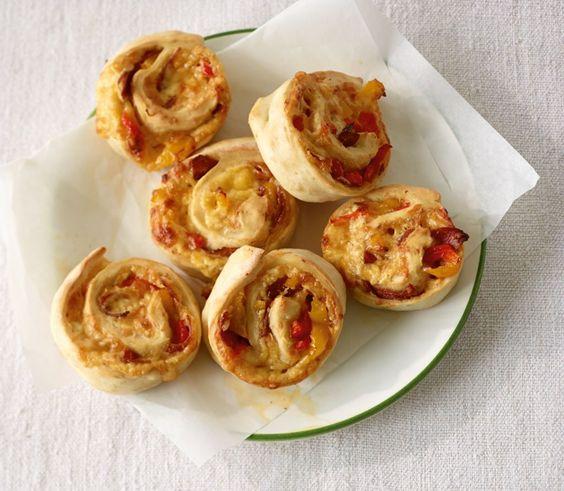 1:0 für Sie! Wer Veggie-Gäste hat, füllt nur die Hälfte der Schnecken mit Salami.