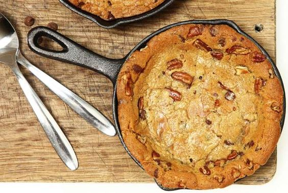 <p>Você conhece este <strong>cookie gigante</strong> preparado e cozido numa frigideira? Uma só frig... - Receitas sem Fronteiras