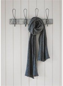 Antique Galvanised Hook Rail provides convenient storage with 4 large metal hanging hooks, offering ample of room for the whole family.