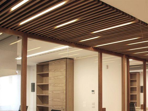 Falso techo fonoabsorbente de madera nodoo by nodoo - Techos decorativos de madera ...
