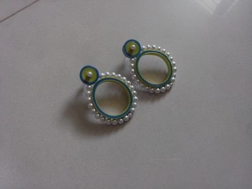 Quilled Earrings(Studs) Price-180rs mansid281@gmail.com Creyons Pinterest Earring Studs ...