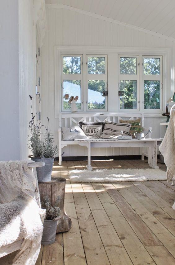 Schwedische Haus Design Idee   Der Stein im Wohnzimmer dient als Naturakzent