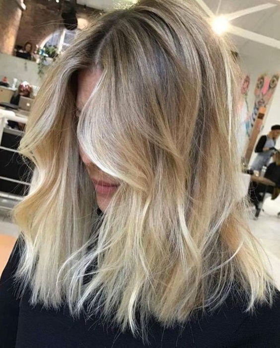 Balayage Blond Osez Le Californian Hair Pour Pimper Vos C Idees Cheveux Blonds Cheveux Blonds Mi Longs Balayage Cheveux Courts