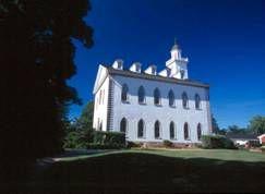 Em Ohio, os Mórmons estavam construindo a sua comunidade em Kirtland, uma pequena comunidade ao sul de Cleveland. Em maio de 1833, no mesmo período, os Mórmons do Missouri estavam sendo expulsos de suas casa, Joseph Smith recebeu uma revelação dando o mandamento aos Mórmons de construir a Casa do Senhor em Kirtland para ser …