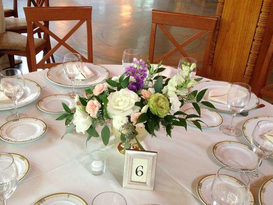 White rose centerpiece #FiddleandOrchid