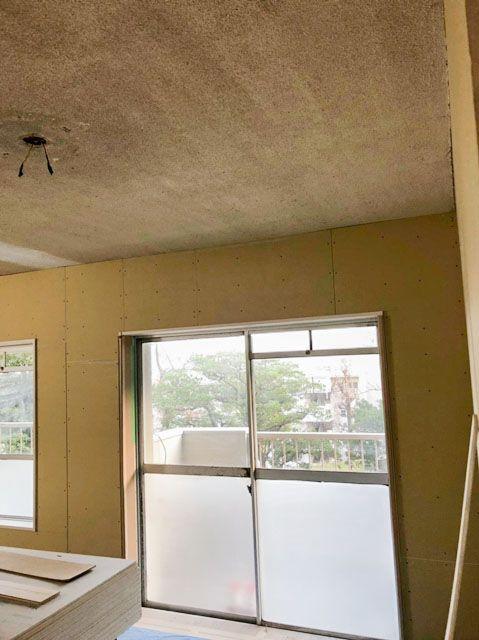 石膏ボードの壁って画鋲が刺さらないのが不満といえば不満ですが 防火