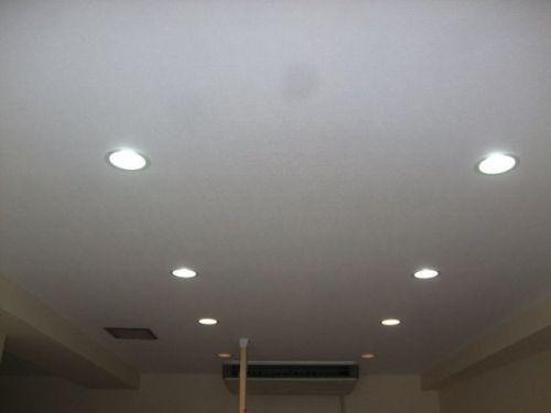 パナソニックのlgb72240にしました 天井は下地を直して壁紙を