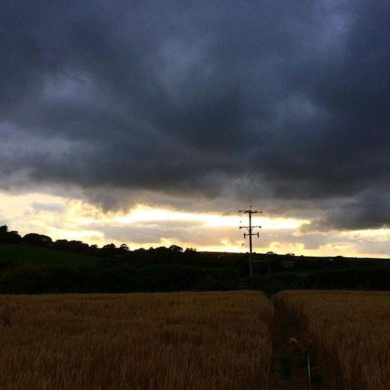 Something brewing.. #stormclouds #landscape #photography #explorecornwall #walkswithethel
