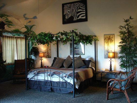Style 31 jungle fantasy sailing 365 hotel pinterest for Forest themed bedroom ideas