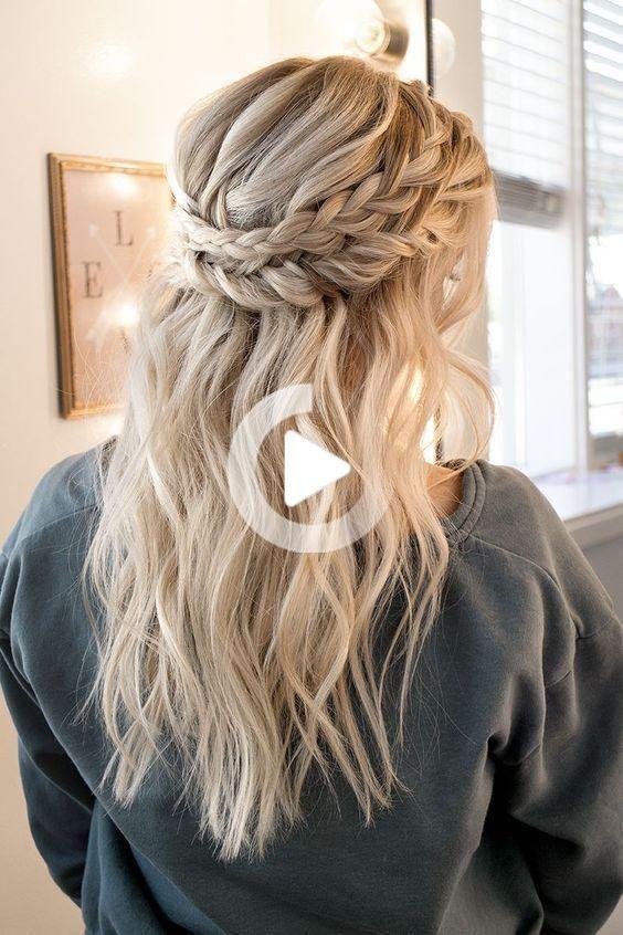 Prom Hoco Hair Wedding Updo Kapsels Braid Styles Voor Een Lang Of Halflang Haar Eenvoudige In 2020 Simple Prom Hair Hair Styles Prom Hairstyles For Long Hair
