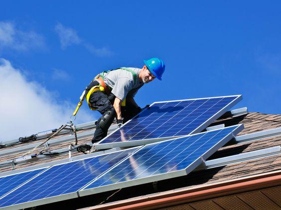 L'autosuffisance énergétique comporte plusieurs défis. Une maison autosuffisante apporte toutefois plusieurs bienfaits. Par où commencer?