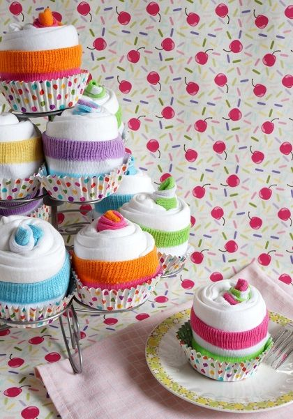 Como hacer cupcake con ropa de bebe (1)