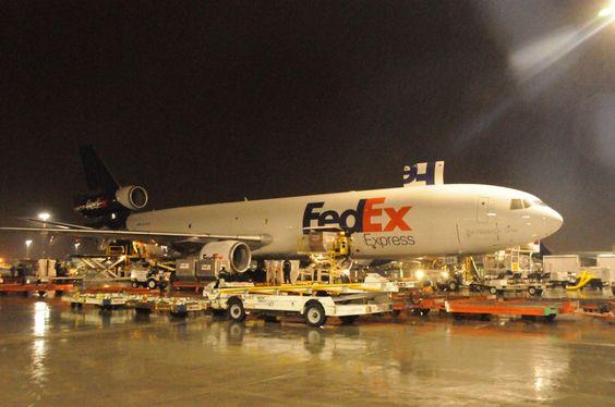 Unloading a FedEx Express cargo plane \/ freighter at Memphis, TN - fedex jobs