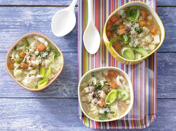 Bunte Gemüsesuppe - mit Nudeln - smarter - Kalorien: 115 Kcal - Zeit: 25 Min. | eatsmarter.de