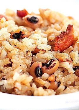 Hoppin' John Recipe is the perfect recipe for New Year's Day. It's a traditional dish that's easy to make. | shewearsmanyhats.com