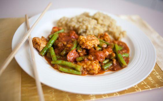 Vegan Tempeh & Green Beans in Spicy Peanut Sauce