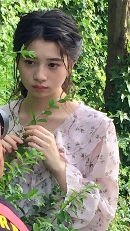葉を持っている桜田ひより