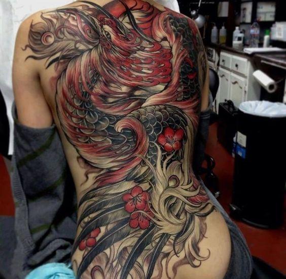 Superbe tatouage de dragon à plumes dans 21 des plus beaux exemples de tatouage de dragon