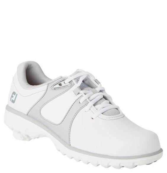 #FootJoy #Golfschuhe #eMerge, #Leder, für #Damen - Wasserdichte Golfschuhe eMerge von FootJoy aus Leder für Damen. Mit griffiger SpikelessLaufsohle. Die Golfschuhe eMerge von FootJoy präsentieren sich im modischen Design, das von Kontrast-Details perfekt in Szene gesetzt wird. Sie sind aus glattem Leder gefertigt, das die Füße zuverlässig vor Nässe schützt und strapazierfähig ist. Besonders komfortabel ist die wunderbar weich gepolsterte Einlegesohle. Die FootJoy-Golfschuhe sind mit einer…