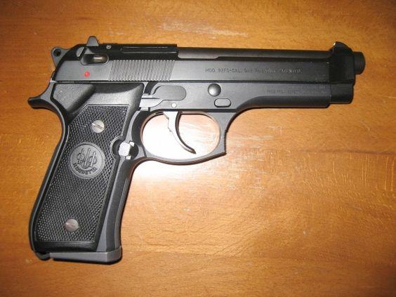 1998 Beretta 92FS. Stock, no modifications. - www.Rgrips.com