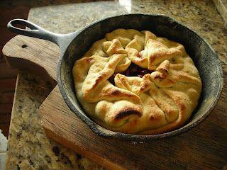 Cherry pie baked in a wood-burning oven - Torta de cerejas frescas assada no forno à lenha