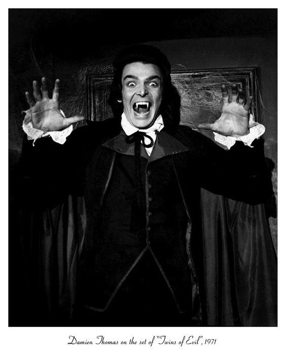 """Draculas Hexenjagd """"Ein braves Mädchen wird beinahe anstelle seiner zum Vampir gewordenen Zwillingsschwester verbrannt. Eher geschmacklos-dumme als gruselige Horror-Mischung aus Dracula-, Vampir- und Hexen-Motiven."""""""