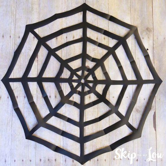 Decoração de Dia das Bruxas com papel: teias de aranha |